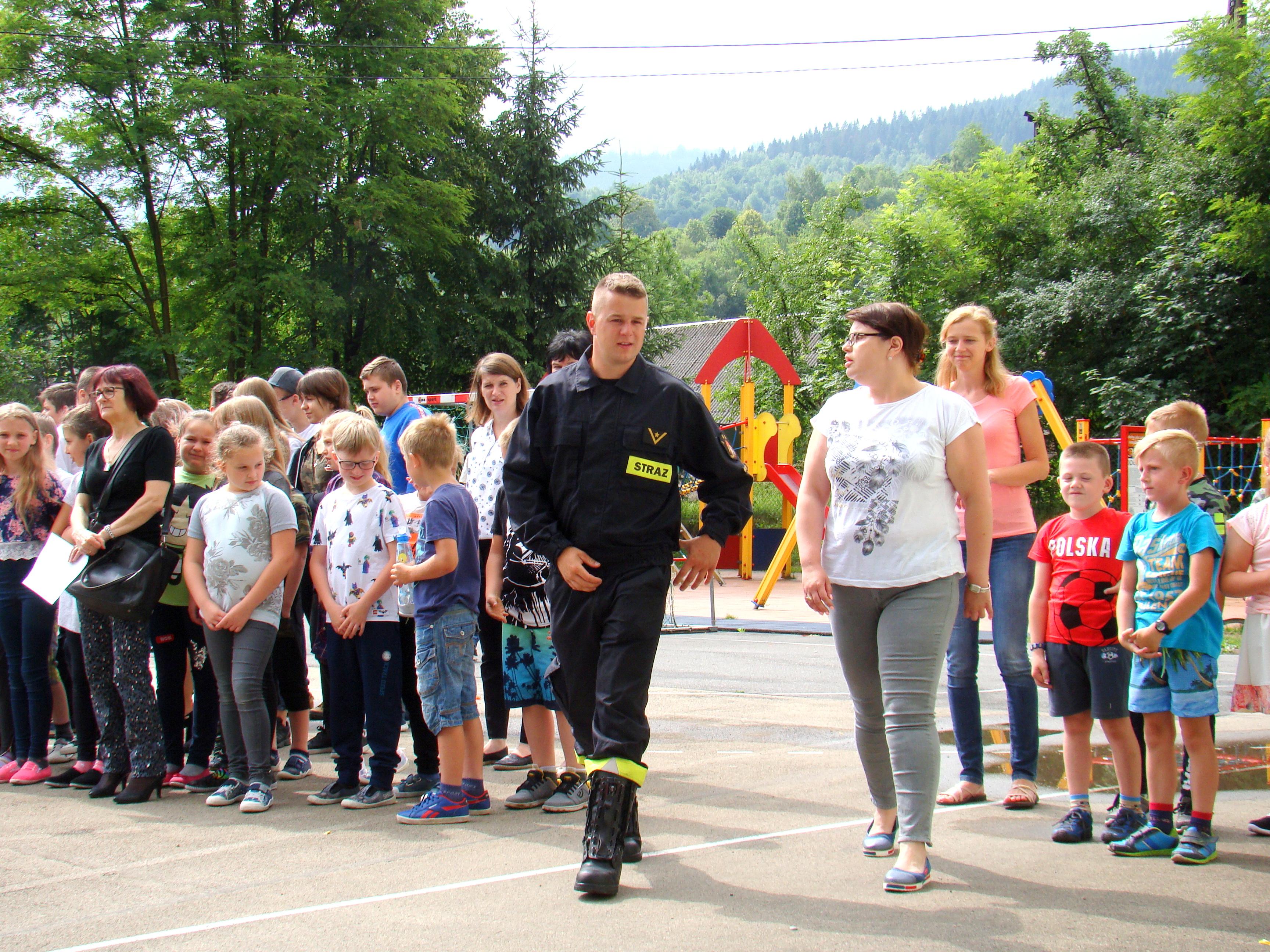 Ćwiczenia ewakuacyjne w szkole podstawowej i gimnazjum w Żabnicy