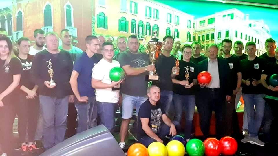 Trzecie miejsce naszej jednostki w I Turnieju i Puchar Kręgielni Wenecja